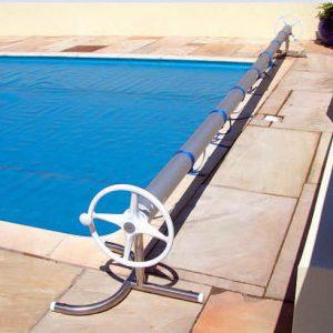 Roler de Lux w tej wersji może być stosowany do basenów szerokości od 4,88 do 6,40 m.