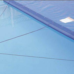 Prowadnica ta jest łączona z folią solaryczną i ułatwia rozwijanie jej na lustrze wody.